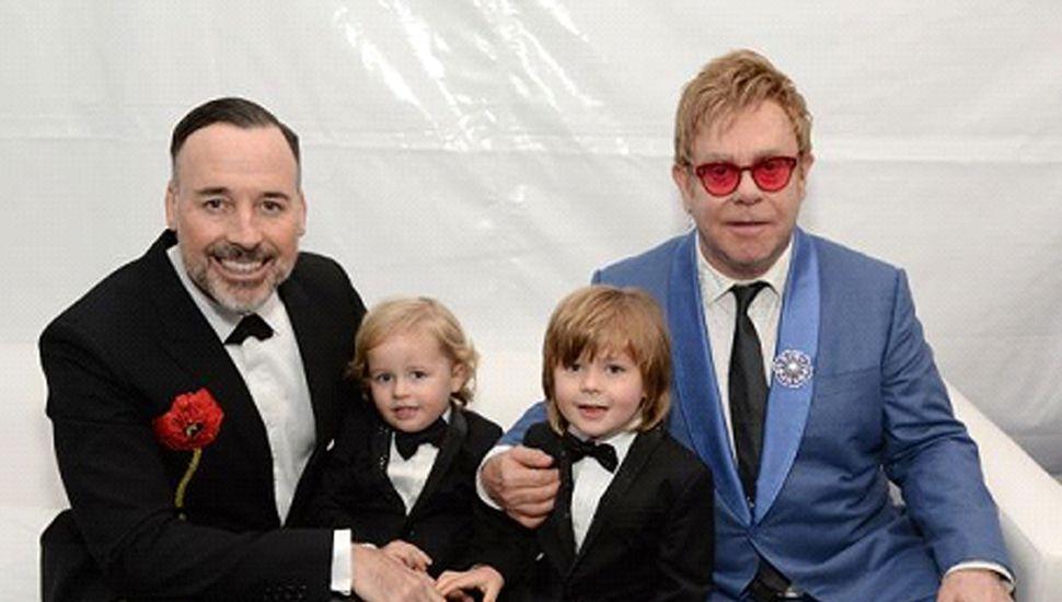 """Elton John celebra 30 años sobrio y reconoce que """"habría muerto"""" de no haber buscado ayuda con sus adicciones"""