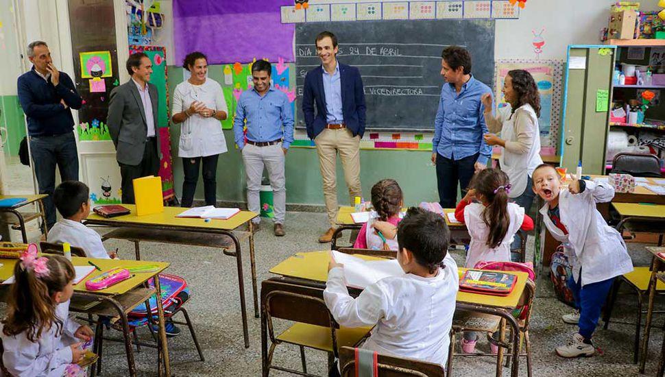 El intendente de Junín, Pablo Petrecca, y el director General de Cultura y Educación bonaerense, Gabriel Sánchez Zinny, recorrieron establecimientos educativos juninenses.