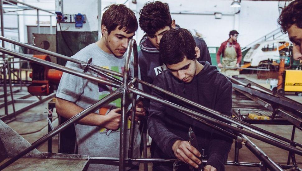 Desafío ECO YPF: alumnos de la ET N°1 construyen el auto eléctrico