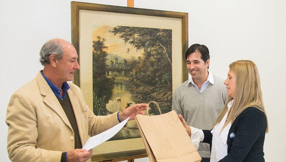 Entrega del cuadro de Magliano al Municipio.