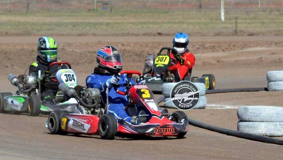 Nicolás Blanco (Nº 307) detrás de Gonzalo Magnante y de Luciano Manavella, en la carrera del domingo en Rufino.