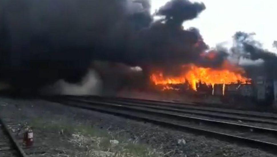 Se incendió un tren abandonado en Caseros, estación a la que llega la formación de Junín