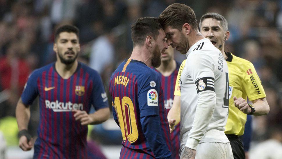 Fuerte cruce entre Lionel Messi y Sergio Ramos.