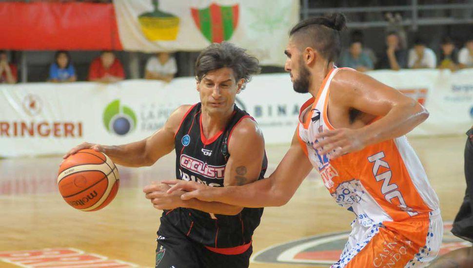 Maximiliano Ríos mano a mano con Facundo Lazcano.