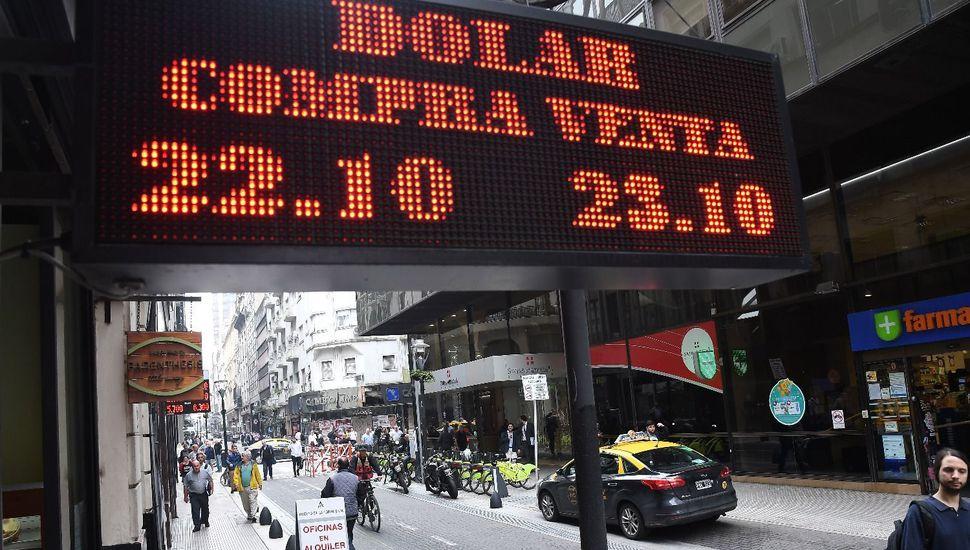 El dólar cerró la jornada en alza con una cotización por encima de los $23