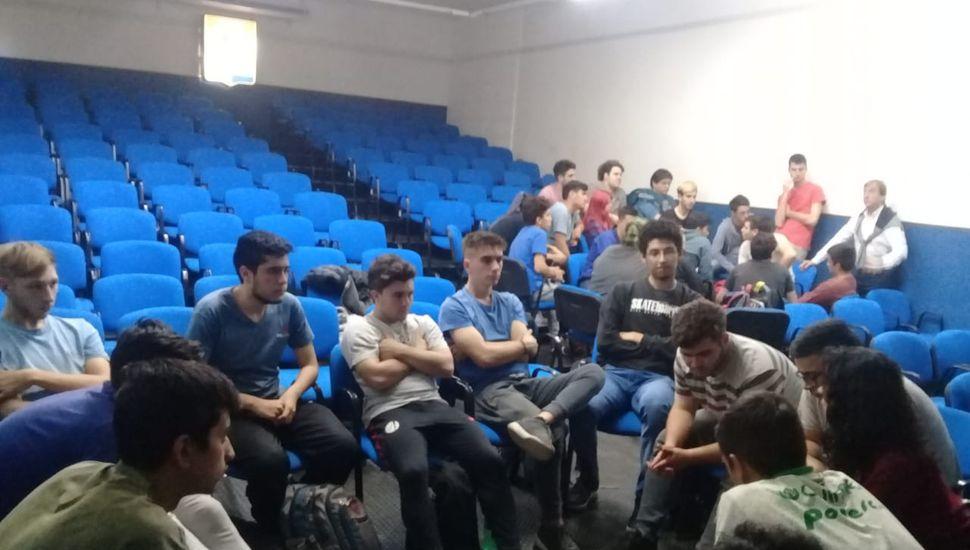 En la Escuela Técnica 1 se realizó una práctica sobre el juicio oral