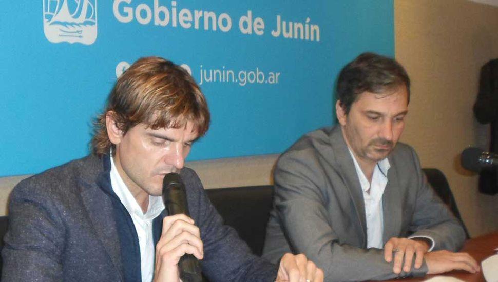 El secretario Rionda y el presidente del Concejo, Gabriel D'Andrea.