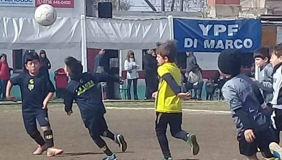 Otro encuentro infantil de fútbol se realizó en el campo de deportes del Club Atlético Ambos Mundos.