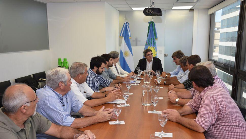 Desarrollo Agrario y Carbap acordaron mesas de trabajo sobre distintos temas.
