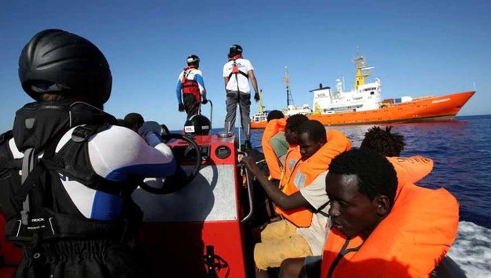 España recibirá al Aquarius, el  barco con más de 600 inmigrantes