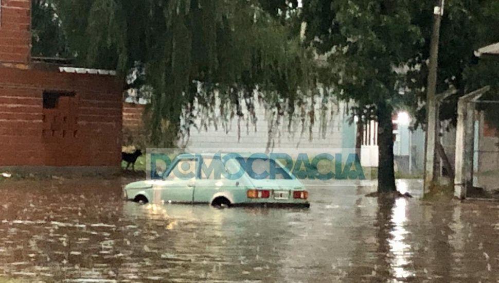 En Junín ya llovieron 128 milímetros y hay anegamientos en distintos barrios