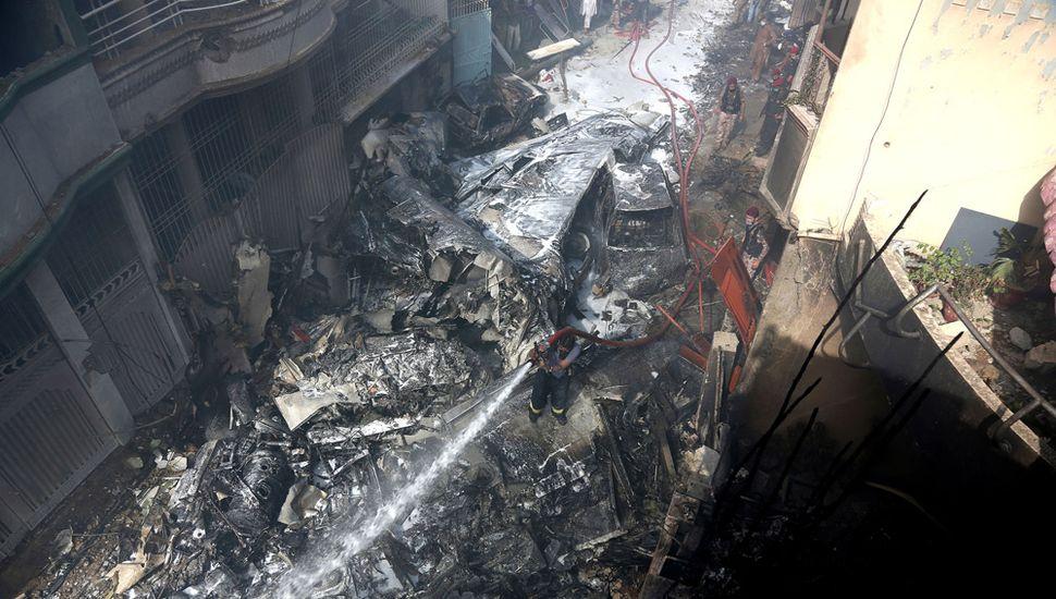 Se estrelló un avión con cien pasajeros