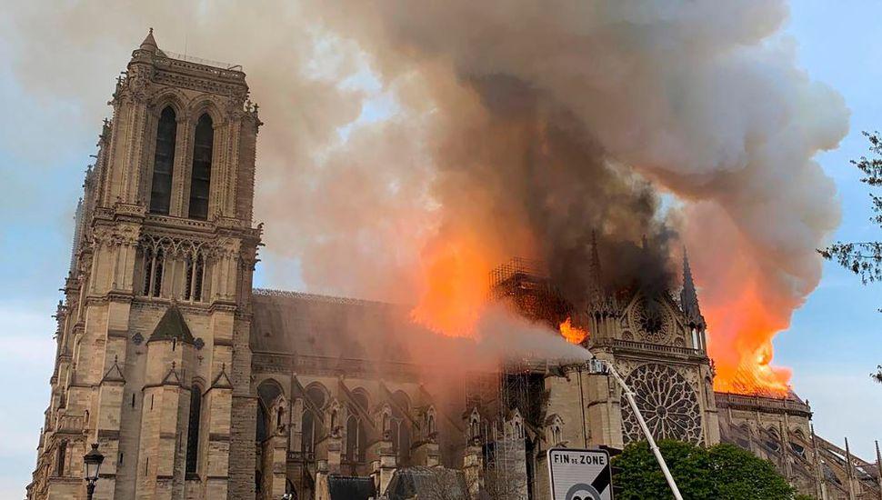 EN VIVO: conmoción por el incendio de la Catredal Notre Dame de París