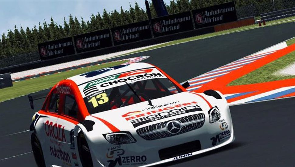 El juninense Lucas Ganbarte girando en la primera carrera virtual, en la que llegó 20º.