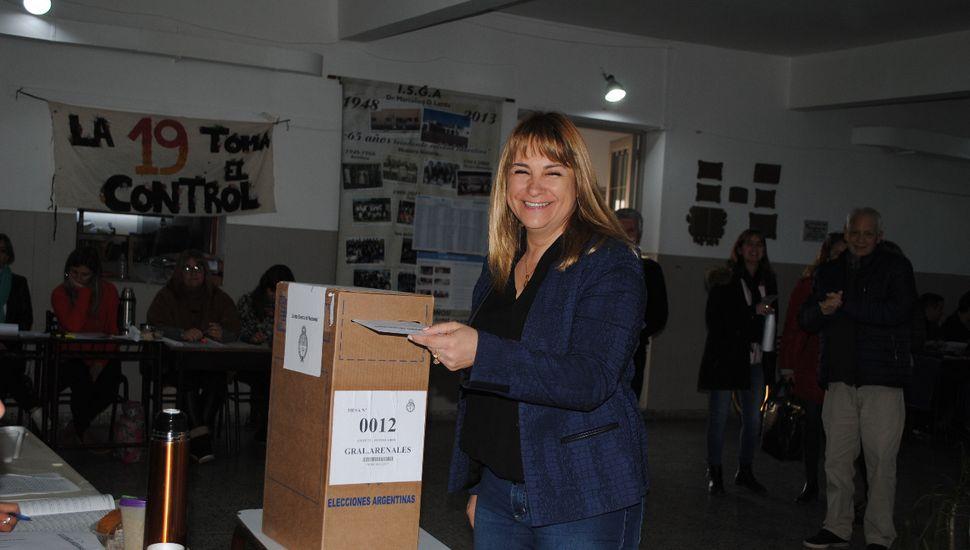 Votó Erica Revilla en General Arenales