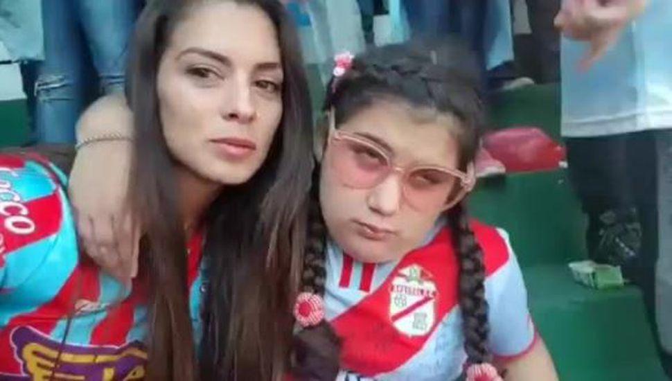 Ella es ciega y su mamá le relató el gol que puso a Arsenal en Primera División