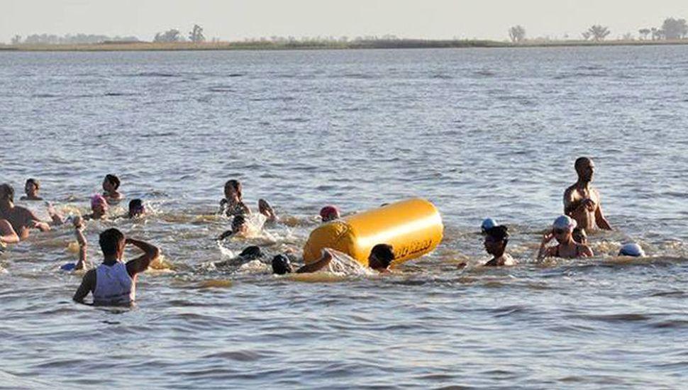 Esta tarde se realizará el Cruce Mediano de natación y al cabo del mismo irá el Cruce Promocional, en aguas de la Laguna de Gómez.