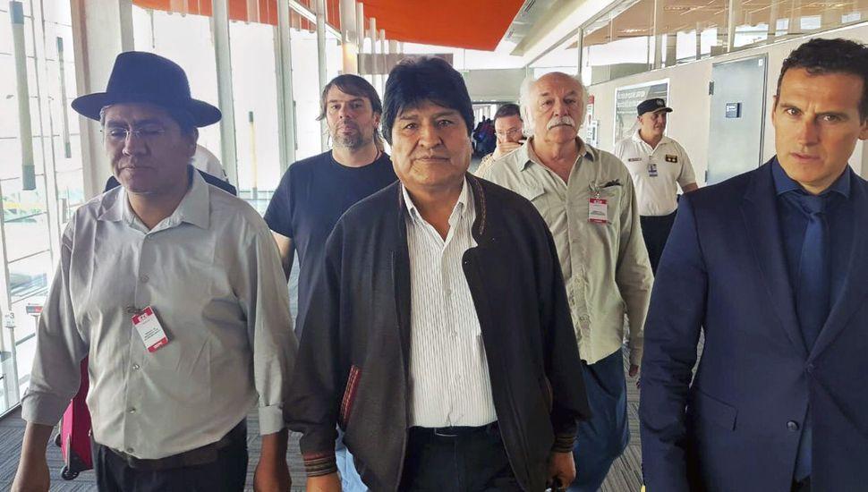 Evo Morales llegó a Argentina, se queda como refugiado y agradeció a nuestro país y a México