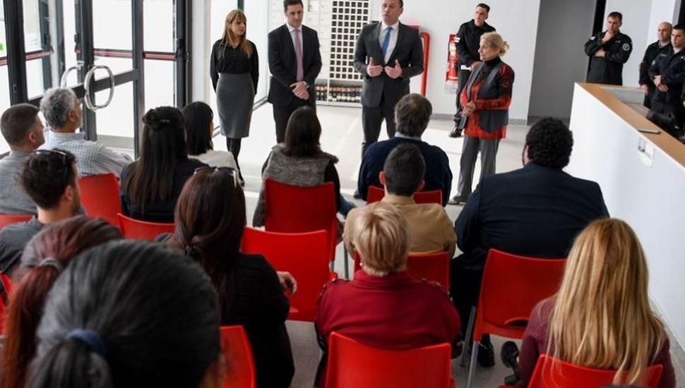 Inauguran biblioteca con más de 3.000 libros en el penal de Campana