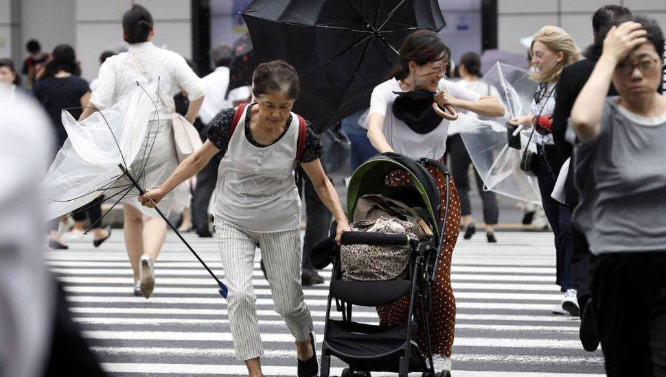 Se prepara para la llegada de 'Jebi', el tifón más potente en 25 años