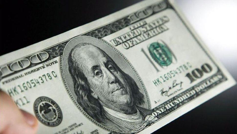 El dólar cerró sin cambios en $38,66, con otra rebaja en las tasas