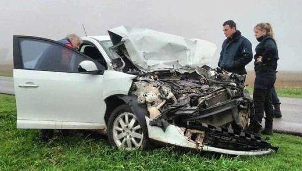 El Renault Fluence en el que viajaban los dos hombres de Roque Pérez que sufrieron lesiones.