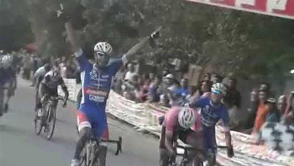 Facundo Crisafulli, pedalista de Junín y del equipo SAT.