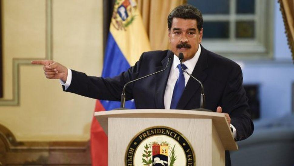 """EE.UU. ofrece amnistía a Maduro: """"Que tenga una salida digna y se vaya"""""""