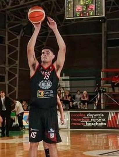 Agustín Acuña, joven basquetbolista juninense que quiere seguir creciendo en su carrera deportiva.