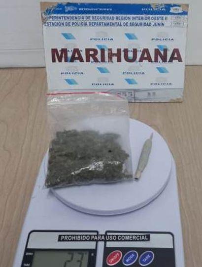 La droga, 23 gramos, que tenía en su poder un menor de 17 años de edad.