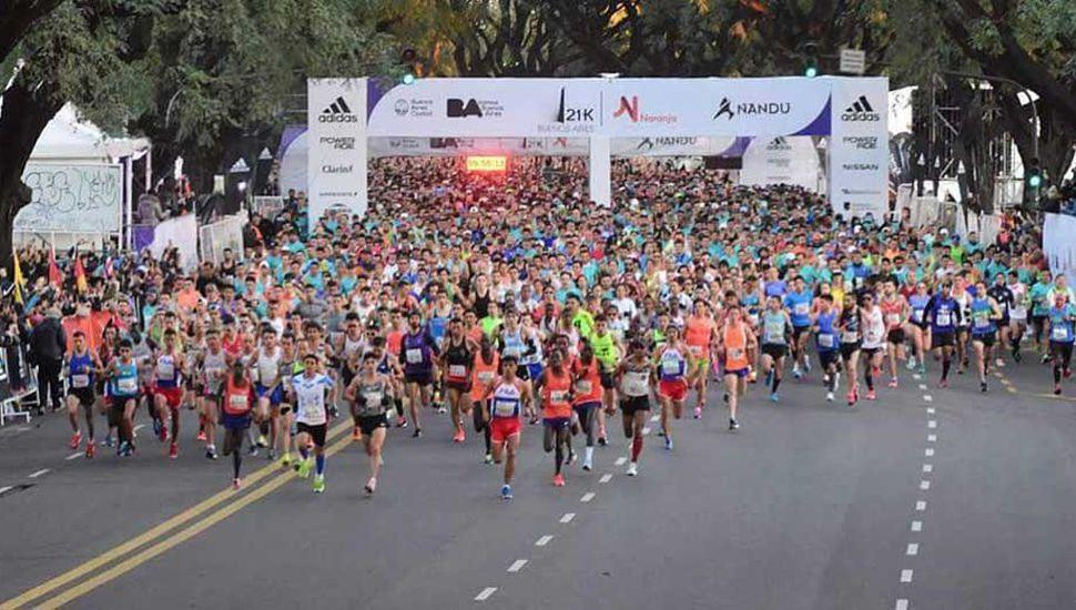 La multitudinaria largada del medio maratón 2018 de la Ciudad Autónoma de Buenos Aires.