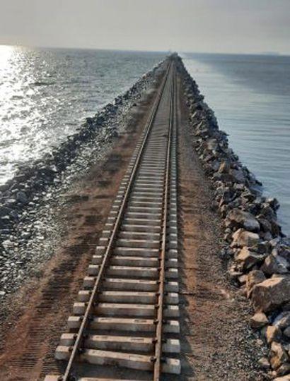 Actualmente se está rearmando la infraestructura de vías.