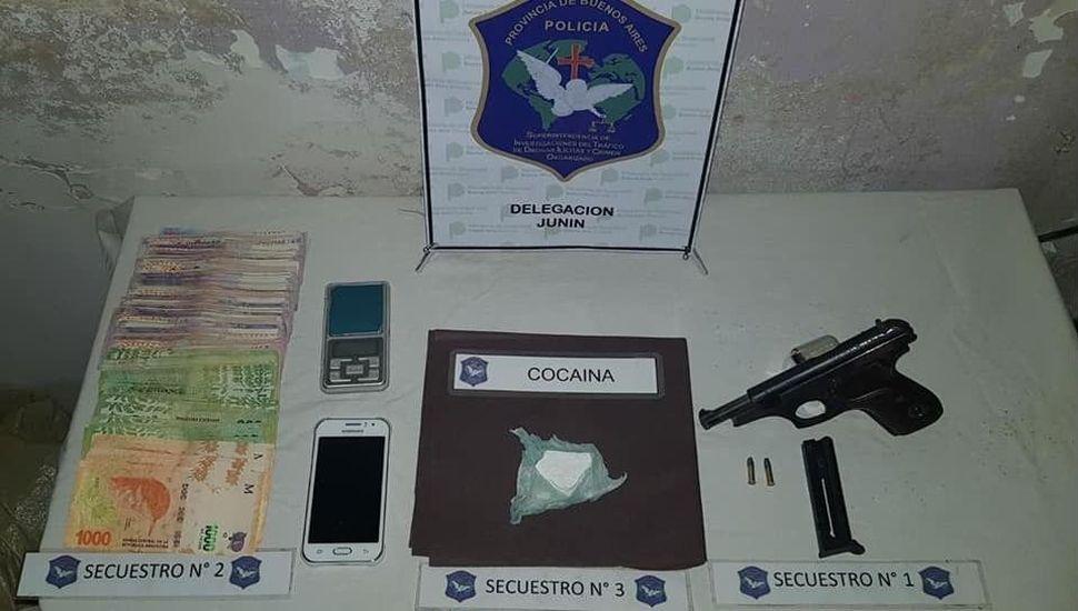 Se incautó cocaína, tras cuatro allanamientos en Junín y Lincoln