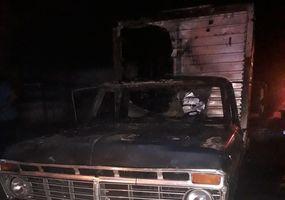 Así quedó la camioneta del verdulero tras el incendio