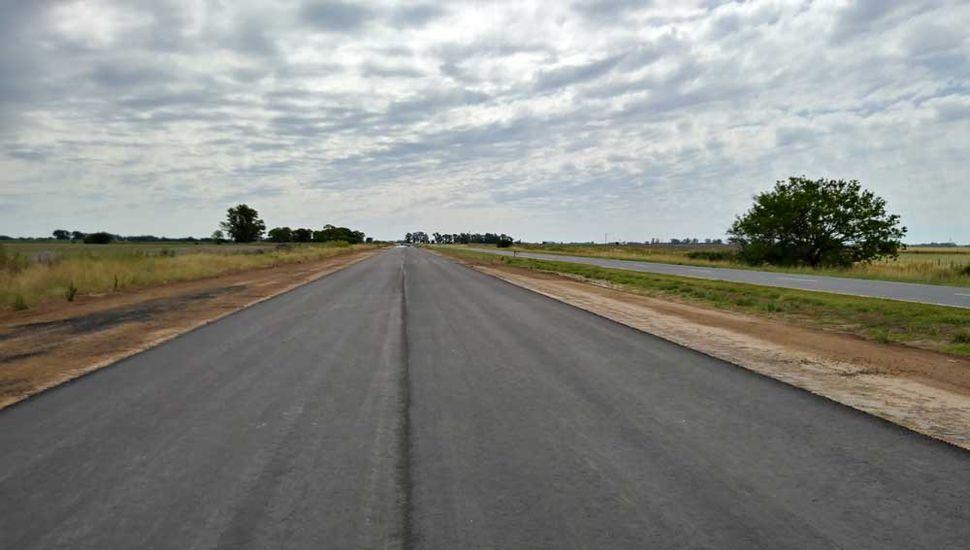 El pavimento ya es una realidad sobre la nueva doble vía.