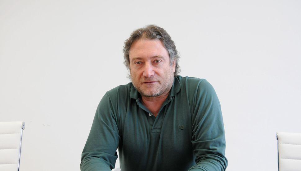 Héctor Azil.