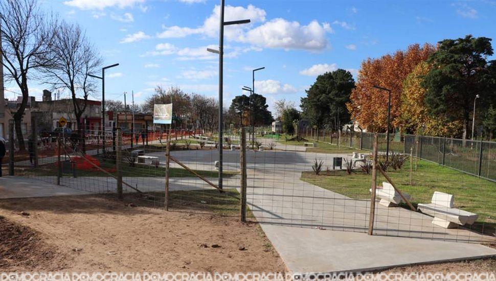 La obra del Parque Lineal, que está por concluir, configura una de las intervenciones en los bordes del predio.