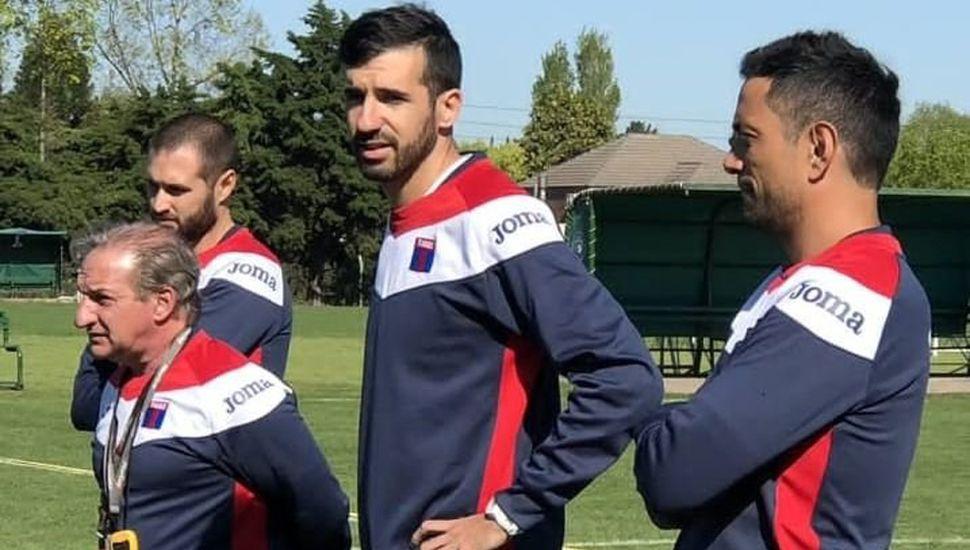 El cuerpo técnico de Tigre que encabeza Mariano Echeverría.