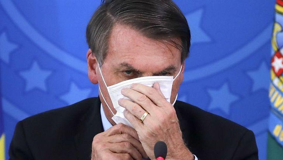 Por la crisis Bolsonaro frenó subas y distribuirá ayuda