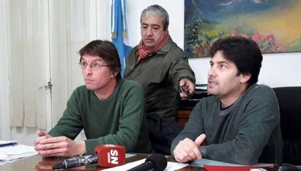 Los funcionarios Rodolfo Serritella y Gregorio Marsiletti durante la conferencia de prensa.