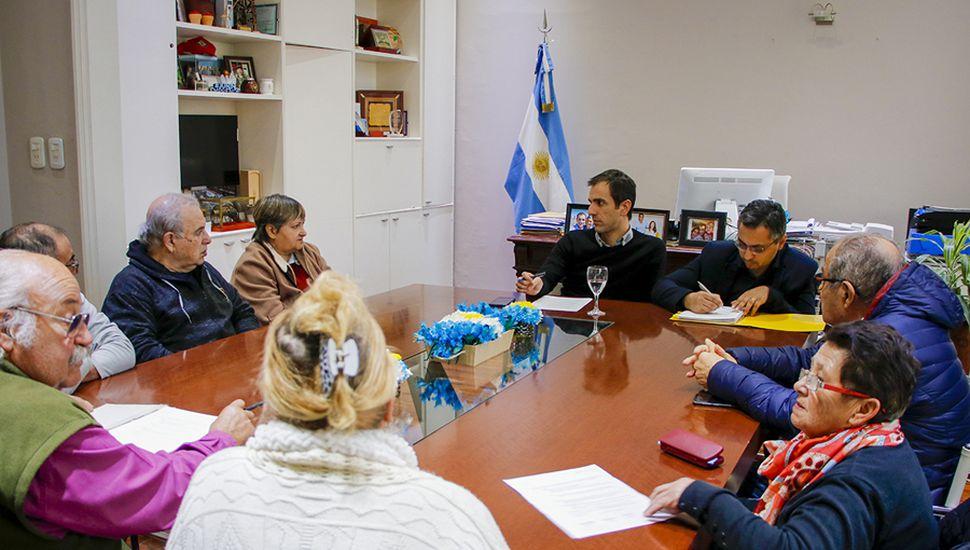 La reunión, en el despacho del intendente.