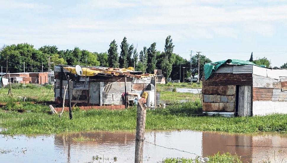 Asentamiento en Junín afectado por anegamientos.