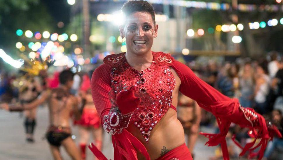 Darío transmite buena energía en cada noche de carnaval.