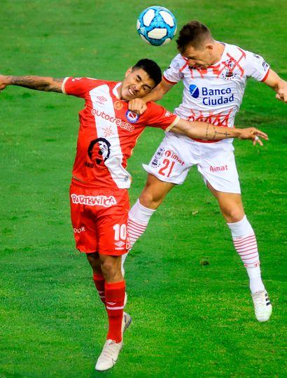 Argentinos Juniors le ganó como visitante a Huracán y llega a la última fecha con chances.