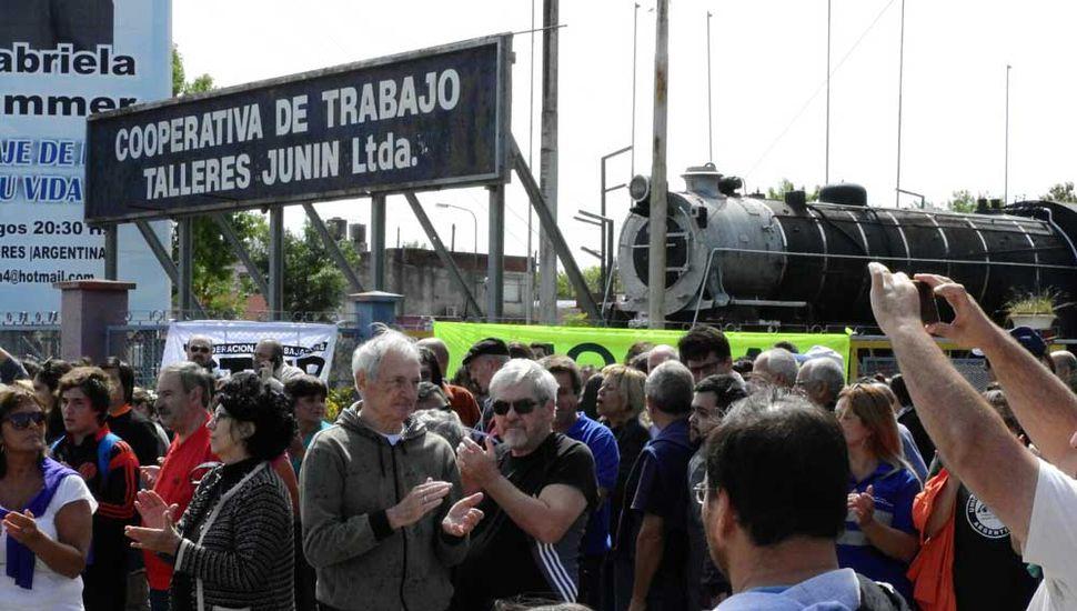 El reclamo de los cooperativistas, el lunes pasado, generó la adhesión de políticos opositores, organizaciones sociales y trabajadores ferroviarios.