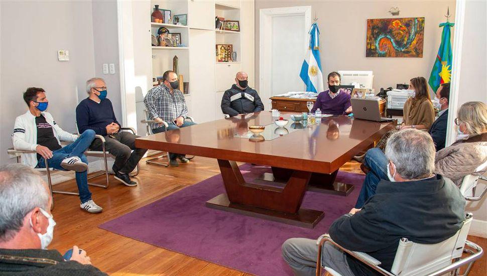El intendente Petrecca recibió a dirigentes deportivos de varias instituciones.