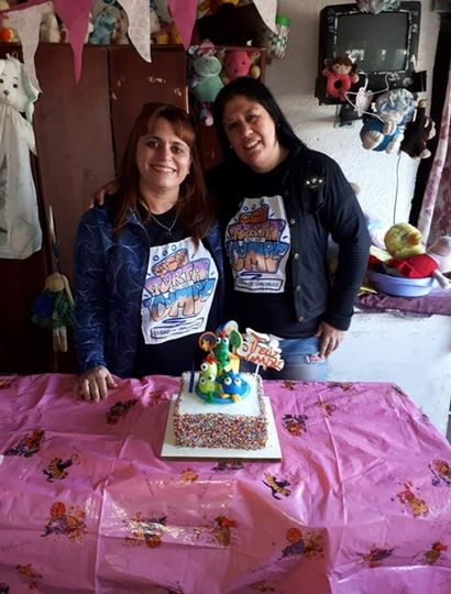 Florencia Sandez junto a su amiga repostera Natalia Berardi.
