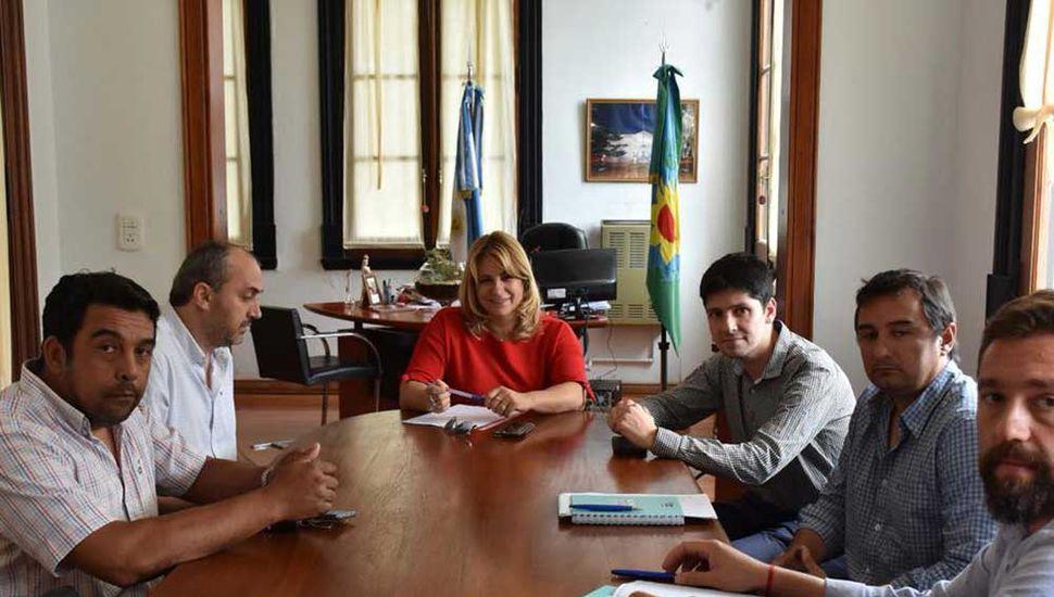Revilla con autoridades regionales de EDEN.
