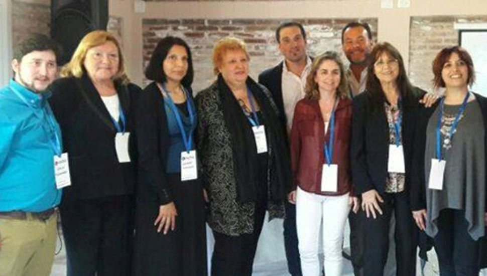 Autoridades del Hospital Municipal y otros asistentes.