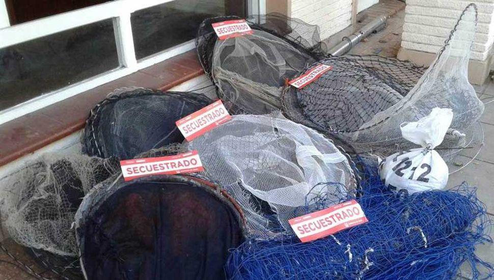 Redes malladoras secuestradas por personal policial y de Control Ciudadano, destinadas a la pesca furtiva.